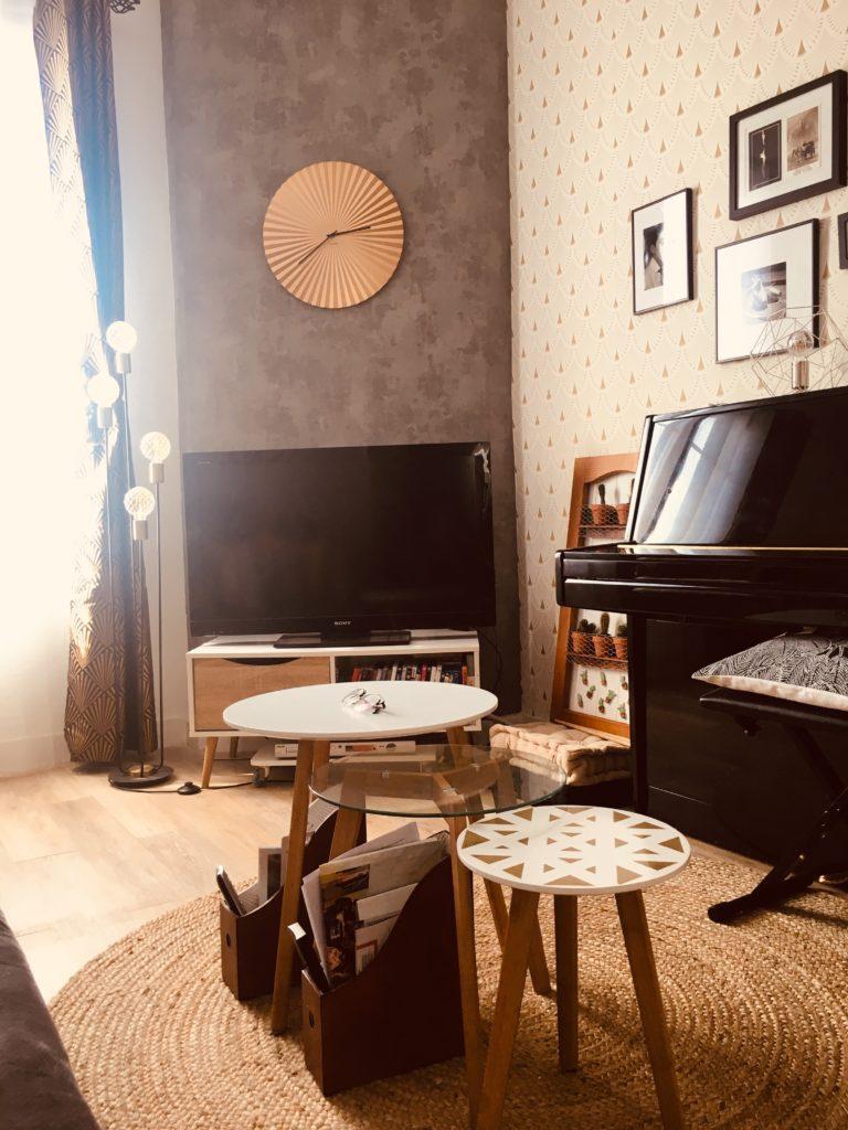 Transformation d'une chambre en salon, la décoration s'installe